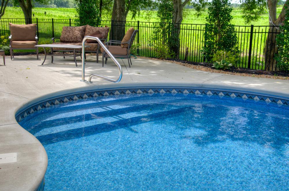 Radius pool 39 full width 39 vinyl over steps royal swimming for Vinyl swimming pool